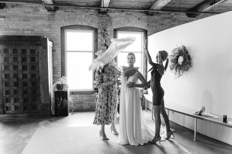 Milwaukee Third Ward Weddings Kat Wegrzyniak DoubleYou Photography